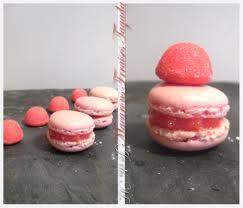 nouveau macaron a la fraise tagada ;) dans mes macarons macaron-tagada2